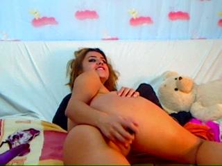 Patricia, a sexy blonde masturbates on webcam